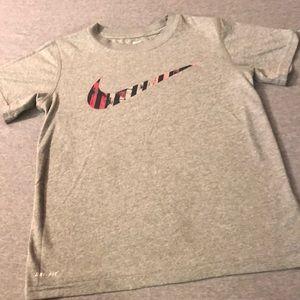 Boys Nike T-shirt-Sz XS
